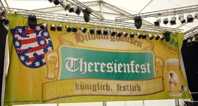 Werbebanner Digitaldruck Grossformatdruck. Mesh-Netz im Großformat XXL-Digitaldruck als Bühnendekoration und Wandverkleidung. Angefertigt für das Theresienfest der Stadt Hildburghausen.