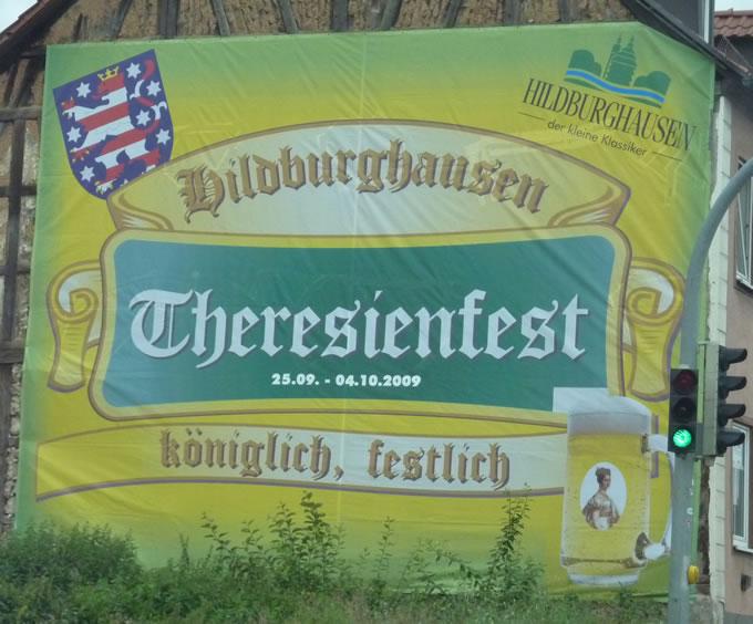 Werbebanner Digitaldruck Grossformatdruck. Mesh-Netz im Großformat XXL-Digitaldruck als Fassadenwerbung. Angefertigt für das Theresienfest der Stadt Hildburghausen.